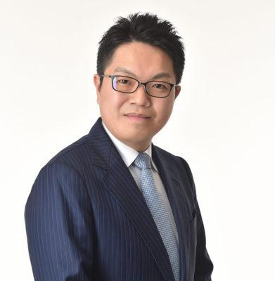 代表弁護士の顔写真